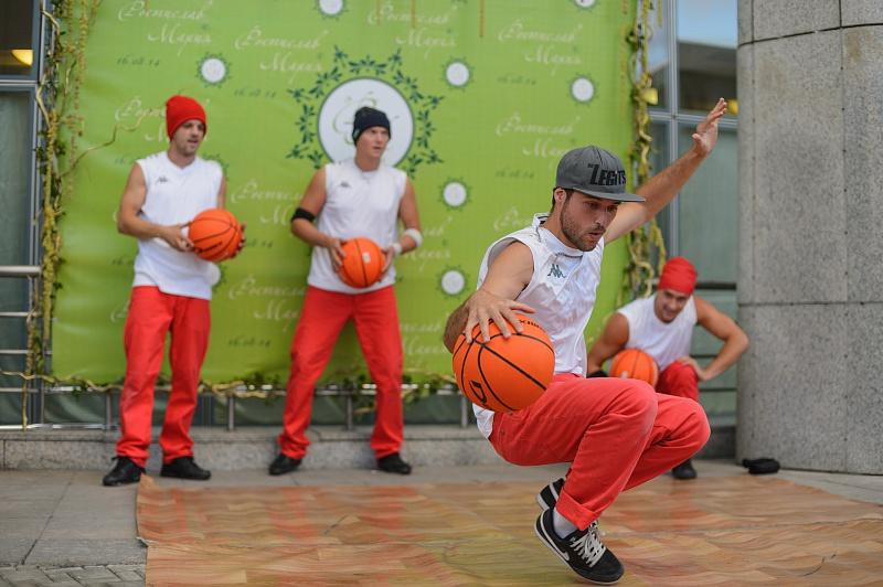 таней хип хоп с мячем urbans