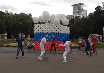 Флэшмоб в Парке Сокольники. День Российского Флага